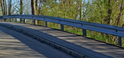 What do I take into account when choosing crash barriers?